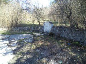Чешмата в гората край Побити камъни