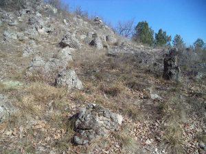 Побити камъни - група Острия хълм