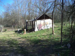 Заслон подходящ за пикник в гората край Белослав