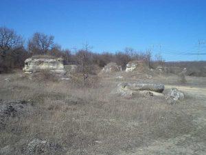 Група скални образувания до поделението на Побити камъни