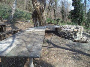 """Екопътека парк """"Златни пясъци"""" - изградено място за пикник в гората под Аладжа манастир"""