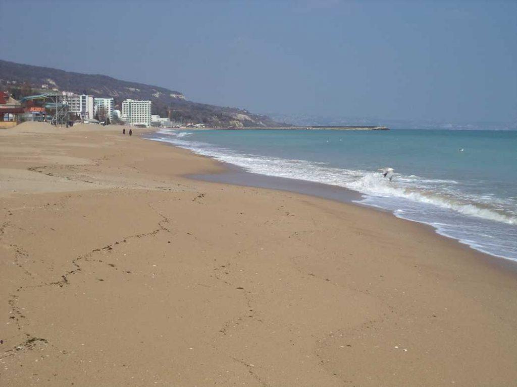 Плаж Златни пясъци до хотел Астория