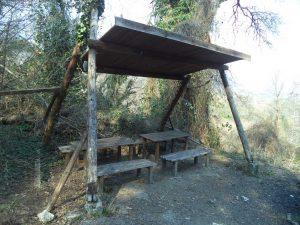 """Екопътека парк """"Златни пясъци"""" - изградено място за хапване и почивка до чешма """"1300 г. България"""""""