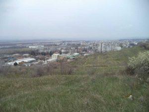 Маршрут Кочмар - Балам дере - изглед към Владиславово от платото над Кайсиева градина