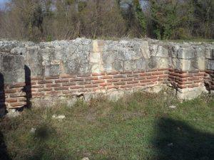 Останките на раннохристиянска базилика край кв. Аспарухово - възстановен зид