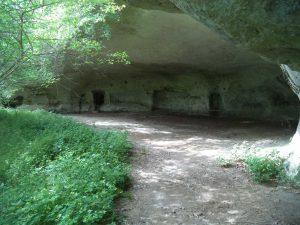 """Скален манастир """"Кара пещера"""" - общ изглед"""