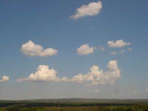 Красивото небе над с. Приселци в далечината