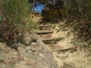 Импровизирани стъпала за слизане до плаж Папаз кулак