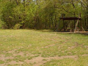 """Екопътека парк """"Златни пясъци"""" - красива поляна с изградено място за пикник"""