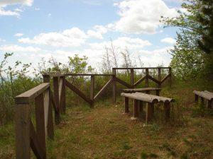 """Екопътека парк """"Златни пясъци"""" - панорамна тераса с гледка към морето в гората край Кранево"""