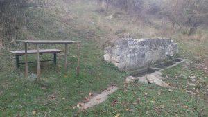 """Място за пикник и почивка до чешма """"Царска вода"""" край кв. Виница"""