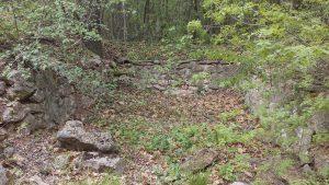 Останки в изоставеното поделение в местност Калето над Кранево