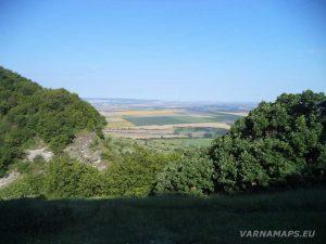 """Екопътека """"Мадарски конник"""" - панорамна гледка от """"Дядо Димовата пещера"""""""