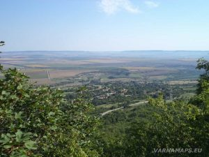 Мадарско плато - изглед към кв. Калугерица