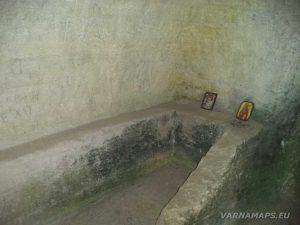 Мадарско плато - церемониален олтар в Средновековна скална гробница