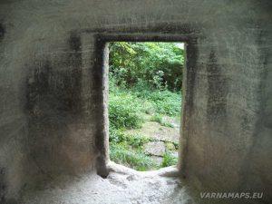 Мадарско плато - Средновековна скална гробница отвътре