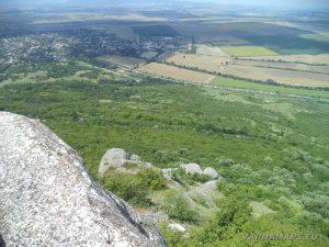 Мадарски конник - изглед от скалите към с. Мадара
