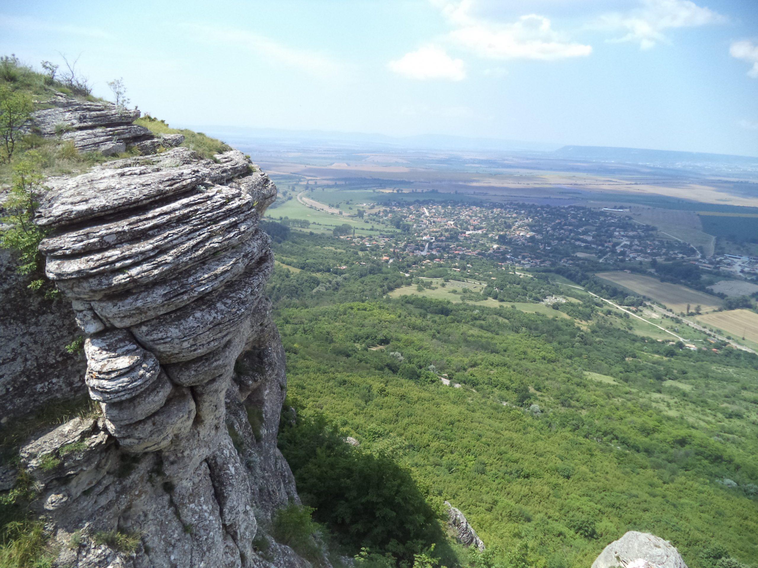 Мадарско плато - красива панорама към с. Мадара