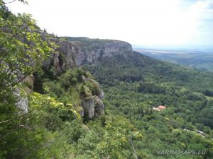 Мадарски конник - невероятния изглед от панорамните стълби за платото