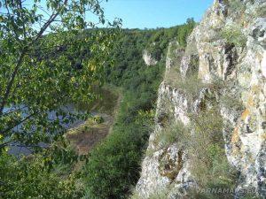 Каньон на Сухата река - красива панорама над Оногурския скален манастир