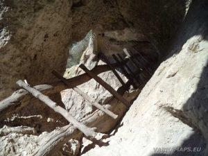 """Сухата река - дървените стълби в скален манастир """"Сандъкли маара"""""""