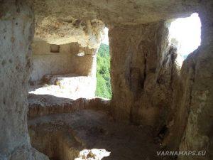"""Сухата река - скален манастир """"Сандъкли маара"""" отвътре"""