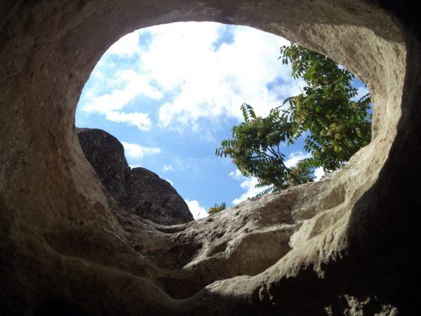 Рояшки скален манастир - красив изглед към небето