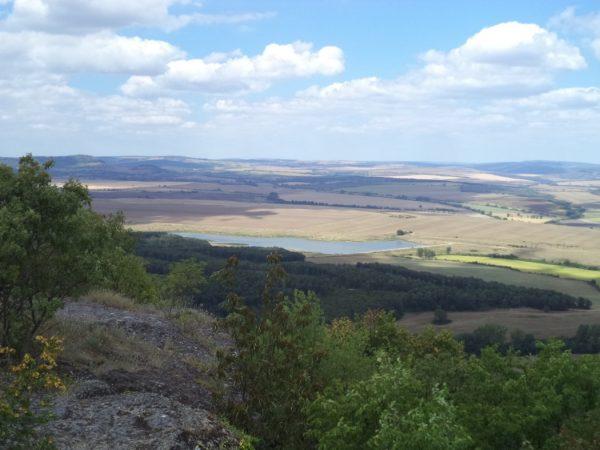 Местност Тъпаните - красива панорамна гледка от скалите