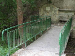 """Моста пред чешмата под крепост """"Овеч"""""""