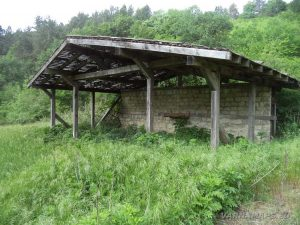 """Заслон на поляната под скален манастир """"Кара пещера"""""""