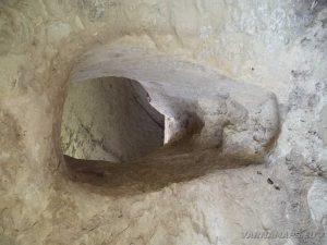 """Скален манастир """"Шашкъните"""" - проход между килиите"""