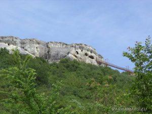 """Скален манастир """"Шашкъните"""" - поглед от гр. Провадия"""