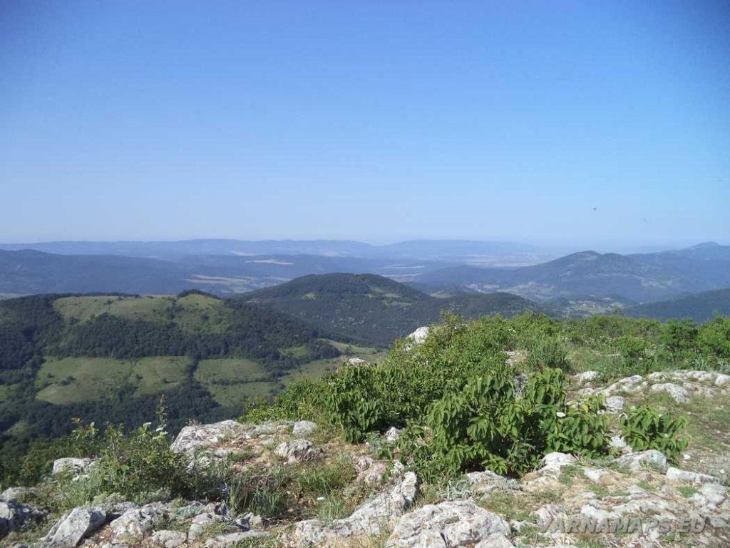 Връх Коджа Кая - страхотен изглед към дяловете на Източна Стара планина