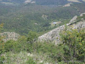 По маршрута до връх Коджа Кая - панорамна гледка към подножието на върха