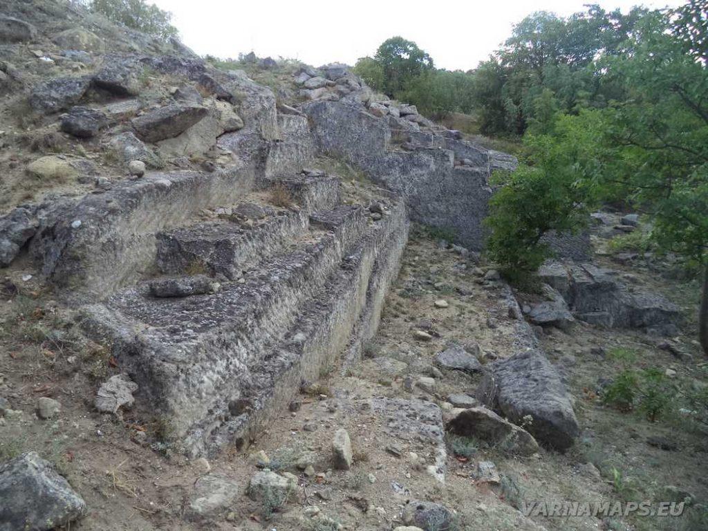 Интересни скални образувания край Рояшките скали