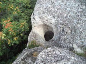 Тайния вход на Рояшкия скален манастир