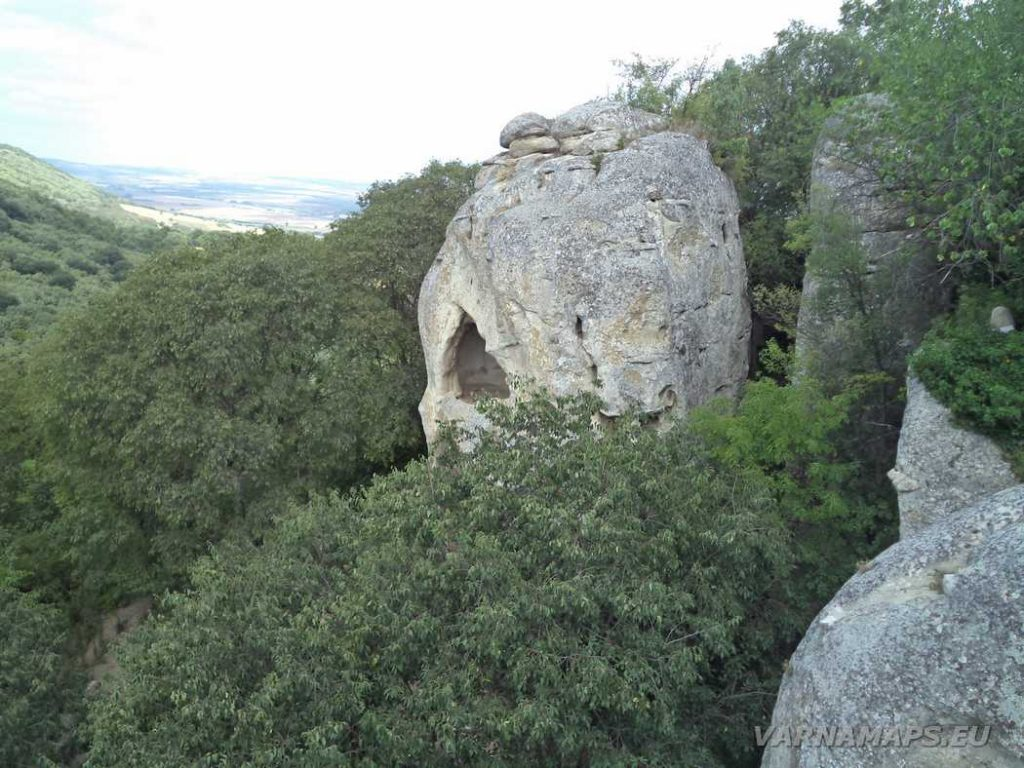Самотна килия - част от Рояшките скални манастири