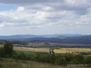 Местност Тъпаните - панорамна гледка към Източна Стара планина