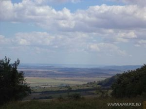 Местност Тъпаните - панорамна гледка към с. Комарево