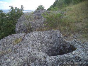 Местност Тъпаните - на платото при скален феномен Комина