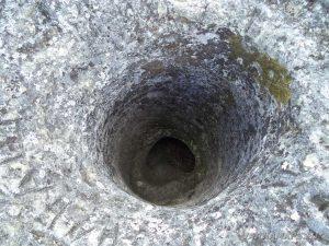 """Местност Тъпаните - скален феномен """"Комина"""""""