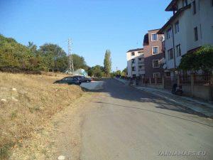 """Улицата в покрайнините на гр. Обзор, водеща към екопътека """"Калето"""""""