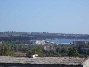"""Екопътека """"Калето"""" - изглед към хотелите на гр. Обзор"""