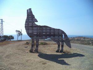 Дървена статуя на вълк до с. Емона