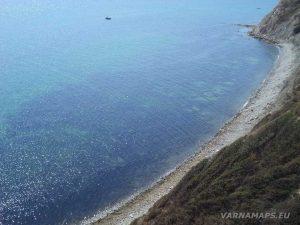 Изглед към плажа под нос Емине