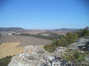 """Красив изглед от платото над """"Пробитият камък"""""""