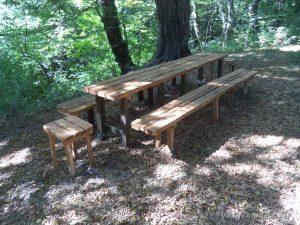 """Местност """"Батаклията"""" - пейки с маса подходящи за пикник"""