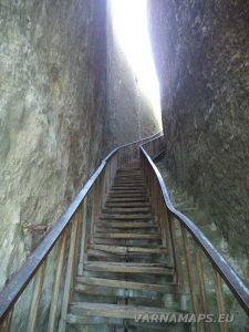 """Крепост """"Петрич кале"""" - красивата стълба в скалния процеп"""