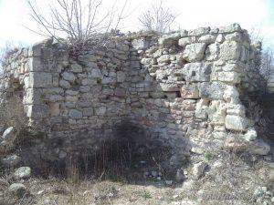 """Крепост """"Петрич кале"""" - останки от крепостната стена"""