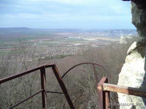 """Скален манастир """"Петрича"""" - панорамен изглед към с. Разделна"""